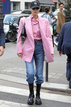 Bella Hadid Street Style - Bella Hadid's Hottest Looks Bella Hadid Outfits, Bella Hadid Style, Kendall Jenner Outfits, Estilo Hailey Baldwin, Look Fashion, Fashion Outfits, Matrix, Mode Streetwear, Blazer Outfits