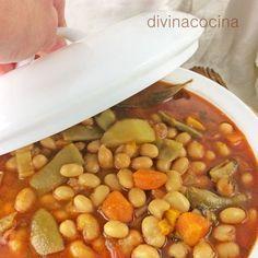 Estas alubias con verduras se pueden preparar con cualquier variedad de verdura que te guste, puerros, apio, pimiento verde o rojo, pencas y hojas de acelga, calabaza, calabacines...