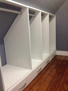 idée-de-meuble-sous-pente-armoire-sous-pente-avec-des-tiroirs-idée-comment-ranger-ses-vêtements