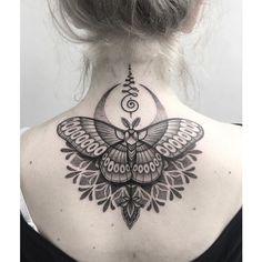 Butterfly tattoo - symbolism, meaning and models- Schmetterling Tattoo – Symbolik, Bedeutung und Modelle women tattoo black tattoo butterfly tattoo - Nape Tattoo, Tattoo Son, Hamsa Tattoo, Tattoo Hals, Unalome Tattoo, Finger Tattoos, Body Art Tattoos, New Tattoos, Sleeve Tattoos