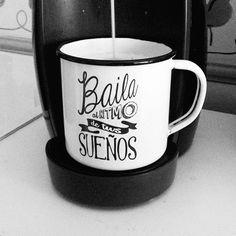 #RETROPOT www.retropot.es #vintage #taza #mug #enamelmug #camping #camplife #retro #retropot #pot #peltre #coffee #tea #vintagemug #cup #deco #creativae #cafe contigo #baila #sueños #fresas #fresas con nata #home #coffee #tea