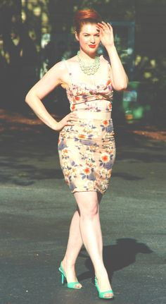 Pin up style curvspiration! Pretty dress, pretty curves! <3 Http://CurveInspire.com