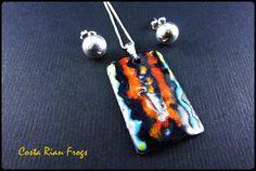 Diseño de Rana Punta de Flecha o Dardo  Dije de cobre esmaltado con cadena y aretes de plata. Ranas de Costa Rica de GuiliaJoyadeDios en Etsy