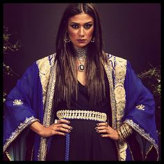 muhra #abaya #caftan #kaftan #bisht #islamicdress #arab For more abaya & caftan inspiration please visit my page: www.pinterest.com/santanadxb/abayas-bishts-kaftans-jalabiyas/