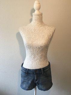 Short en jeans H&M Product Page, Jeans, Tops, Women, Fashion, Boutique Online Shopping, Moda, Fashion Styles, Fashion Illustrations