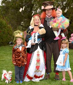 See Tori Spelling and Family in Alice in Wonderland Costumes Celebrity Halloween Costumes, Family Halloween Costumes, Halloween Ideas, Group Halloween, Halloween Projects, Halloween Halloween, Diy Projects, Alice In Wonderland Characters, Alice In Wonderland Costume