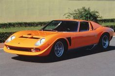 At the time of its launch in 1966, the Miura was the fastest production road car available on the market. The Miura was a revelation when debuted at motorshows, gaining phenomenal praise from the public and press alike.