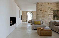 Superfici in resina: Un pavimento in resina in un casale rustico? Oh no...