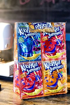Kool Aid Jammer lunch bag -- I think I could use duct tape and not sew it....and make it bigger (I heart tote bags!)....yep!  I just may try it!  :) A great idea, any way you try it!