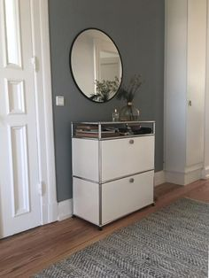 USM sideboard in the hallway with round mirror – modern look for your hall! rnrnSource by wohnklamotte Hall Interior, Interior Design, Interior Inspiration, Room Inspiration, Home Design, Bamboo Furniture, Living Room Mirrors, Minimalist Room, Buffet