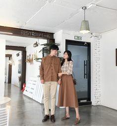 Korean couple fashion official korean fashion fashion and be Matching Couple Outfits, Matching Couples, Cute Couples, Korea Fashion, Vogue Fashion, Couple Look, Korean Couple Photoshoot, Korean Wedding Photography, Mode Kawaii