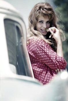 My favorite photo thus far of Sophia Loren. A young Sophia. Golden Age Of Hollywood, Hollywood Stars, Old Hollywood, Hollywood Girls, Classic Hollywood, Divas, Classic Actresses, Hollywood Actresses, Brigitte Bardot