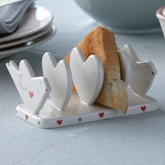 This Lovebird Toast Rack with love Hearts would make the most heavenly Valentines gift - especially if it was filled with hot toast!