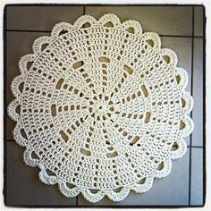 Lovely crochet doily rug by Miss Minnie https://www.facebook.com/pages/Miss-Minnie/117942328226318