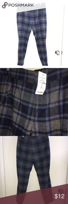 BRAND NEW cropped blue plaid pants BRAND NEW. While the original price says $60, that was actually the sale price so these pants are really a lot more expensive. bebe Pants Ankle & Cropped