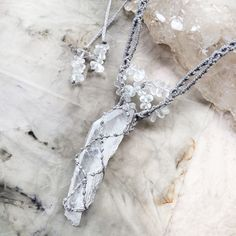 Image of Faden Quartz crystal healing necklace