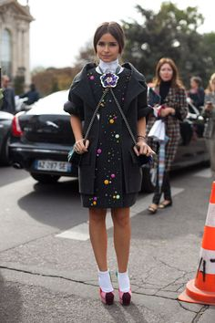 Miroslava Duma accessorizes with two (chanel) bags, tying them uniquely with a pin at the center of her collarbone. Innovative? Creative? I say, yes!