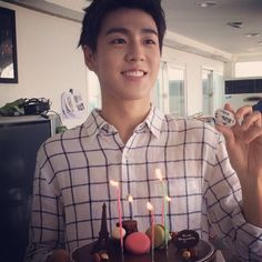 Lee Hyun Woo with a macaron cake. :)