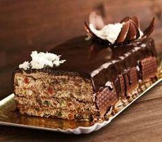 Tort de bezele ..PENTRU CREMA: •500 ml smantana •100 ml apa •3 linguri cacao •150 gr zahar •100 gr ciocolata •4 galbenusuri.