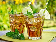 Peppermint Herbal Tea - for a refreshing and cooling drink on a hot summer day. Mate Drink, Mint Iced Tea, Dry Leaf, Beta Carotene, Drying Herbs, Herbal Tea, Vitamin C, Herbalism, Summer Drinks