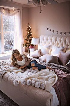 7 Holiday Decor Ideas for Your Bedroom on oliviarink.com + a peek inside my room ❄️ // @liketoknow.it http://liketk.it/2tCcS #liketkit