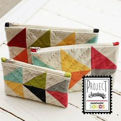 Just a short little post to reveal one more project in our Project Sweetwater- Solids box. What's better than one cute zipper pouch? Well, three is always better than one! A little peek of t… Patchwork Bags, Quilted Bag, Fabric Crafts, Sewing Crafts, Tape Crafts, Bag Quilt, Costura Diy, Small Sewing Projects, Purse Patterns