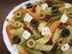 Penne z suszonymi pomidorami, oliwkami i serem solankowym