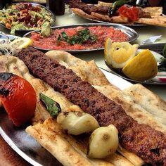 Adana Kebap - Kebapçı Şeyhmus / Adana  Telefon : 0 322 363 58 65 Fiyat : 15 TL / Porsiyon  Çoban salatası, ezme salata, mevsim salatası ve ayran ikramdır.