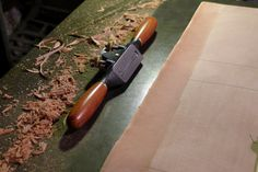 We now need to pare the leather so that it is thin enough to work at the turn-ins and reduce the bulk along the edge.   Before we sta...
