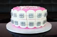 Braces Cake - I'd love to know what they used for the brackets (and I wish I were that good handling fondant!) How fun. Cupcakes, Cupcake Cakes, Beautiful Cakes, Amazing Cakes, Dental Cake, Doctor Cake, Tooth Cake, Take The Cake, Elegant Cakes