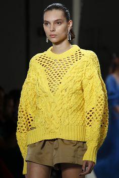 Prabal Gurung Spring 2018 Prêt-à-porter-Kollektion, Runway-Looks, Beauty, Models . Knitwear Fashion, Knit Fashion, Sweater Fashion, Fashion Show, Fashion Design, Knitting Wool, Prabal Gurung, Knitting Designs, Knitting Patterns