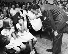 Well it's all too much for one little girl.Before Frankie went to Hollywood he went back to visit his old school in Hoboken, New Jersey. Frankie Goes To Hollywood, Old Hollywood Stars, Hollywood Glamour, Old Movie Stars, Florida Georgia Line, Celebrity Gallery, Dean Martin, Blue Eyes, Actors & Actresses