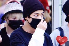 [PRE] 150820 Gimpo Airport Arrival - V (Cr: Crazy Play) @BTS_twt #방탄소년단