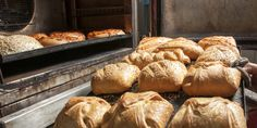 Αδιαμφισβήτητα και πέρα από κάθε μόδα, η πιο κλασική αξία για το πρωινό, για τον Ελληνα, παραμένει η τυρόπιτα. | ΠΟΛΗ | iefimerida.gr | τυρόπιτα, Αριστον, Μαμ Bread, Food, Brot, Essen, Baking, Meals, Breads, Buns, Yemek