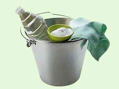 Produto de limpeza caseiro, multi-uso que pode fazer com ingredientes que tem em casa. Este produtos pode ser utilizado, para limpar loiças de casa de banh