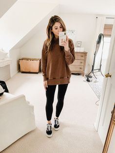 Outfits with leggings - 12 Ways to Style Jogger Leggings – Outfits with leggings Outfits Leggins, Black Leggings Outfit, Sporty Outfits, Leggings Fashion, Classy Outfits, Cute Outfits, Fashion Outfits, Tribal Leggings, Womens Fashion