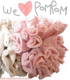 POMPON DE TRAPILLO Burlap Wreath, Diy For Kids, Hair Bows, Hair Accessories, Diy Crafts, Crafty, Deco, Knitting, Ideas Para