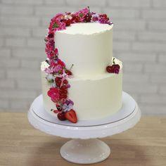 """Táto bola prvá """"pokorona"""" svadobná s vodopádom ružových jedlých kvetov od @erik_valentovic  Juu, už nech sa tie svadbičky opäť rozbehnú, lebo veľmi mi chýbajú 🥰🥰 . #wedding #cake #weddinginspiration #svadba #torta #svadobnatorta #mojasvadba #ibratislava #edibleflowers #buttercreamcakes #yummy #peciemeslaskou #cakestagram #cakesofig #instasvk #dnespeciem #sladko #pinkcakery #slnecnice #petrzalka Cake, Desserts, Pink, Food, Pie Cake, Meal, Cakes, Deserts, Essen"""