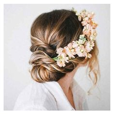 Looking for a little floral races inspiration? I've got you covered! This fresh flower crown is seriously to die for! #floral #spring #springracing #headpiece #flowers #amazing