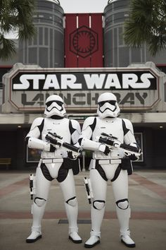 VIDEO tour of STAR WARS Launch Bay at Disney's Hollywood Studios in Walt Disney World by John Saccheri