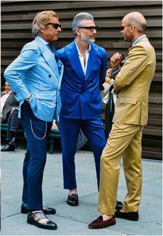 Tommy Ton shoots street style in Milan for Menswear Fashion Week. Urban Street Fashion, Gentleman Mode, Gentleman Style, Dapper Gentleman, Mode Masculine, Sharp Dressed Man, Well Dressed Men, Mens Fashion Week, Men's Fashion