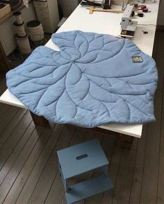 Kids Decor, Diy Home Decor, Tapis Design, Baby Warmer, Cushions, Pillows, Baby Room Decor, Baby Sewing, Bedding Sets
