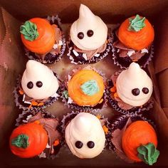 Halloween Ghost and Pumpkin Cupcakes halloween halloween food halloween cupcakes