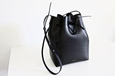 BUCKET BAG // pic by Mirjam from www.miiju.ch // Mansur Gavriel Bucket Bag black - blu