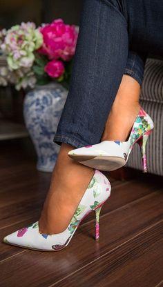 { floral pumps } not a fan of stilettos but these are Pretty Shoes, Beautiful Shoes, Cute Shoes, Me Too Shoes, Gorgeous Heels, Floral High Heels, Floral Pumps, Stilettos, Zapatos Shoes