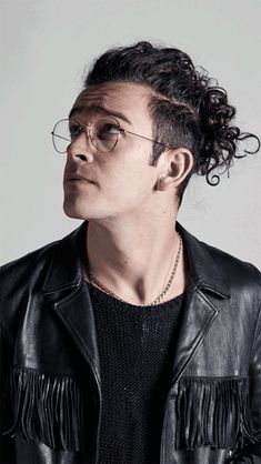 """mxttmurdocks: """" // Matty Healy for MTV's Cover Story: The 1975 // """"""""If you do what I do every single night, and you get the choice to play to that group of [crusty, liberal, North Londoner] people or a bunch of screaming, younger girls who fucking. Matty Healy Hair, George Daniel, My Champion, Grunge Hair, Pretty Boys, Pretty People, Curly Hair Styles, Hair Cuts, Hairstyle"""