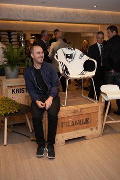 Kristalia: modern design furniture and quality made in italy Hall Furniture, Furniture Design, Chair Design, Modern Design, Elephant, Events, Urban, Artists, Outdoor