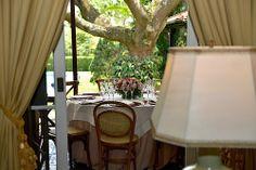 Mesa para um almoço especial. Veja mais: https://casadevalentina.com.br/blog/detalhes/um-almoco-especial-2826 #details #interior #design #decoracao #detalhes #decor #home #casa #design #idea #ideia #tableware #mesa #casadevalentina