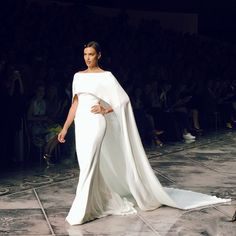 Supermodel @irinashayk in a seriously show stopping moment at tonight's @pronovias show for @barcelonabridalweek