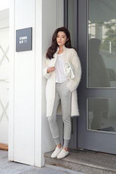 chanel-p-aradise // overtheground // winter white // joggers // how to dress up sweatpants // street style // sneakers // white coat // boyfriend